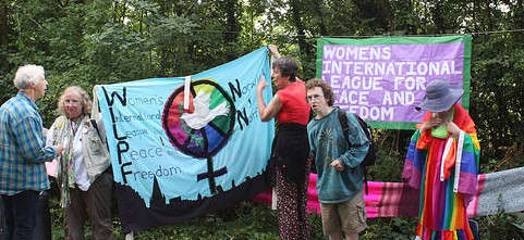 WILPF UK takes part in Wool Against Weapons
